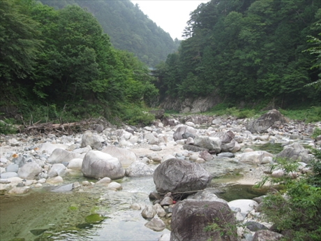 150822-082323-高瀬川仙人岩下流_R