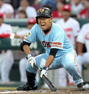 【巨人】田口麗斗が2回にスリーバントスクイズ失敗、痛恨の空振り