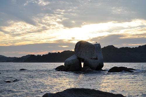 三ツ石と夕陽3
