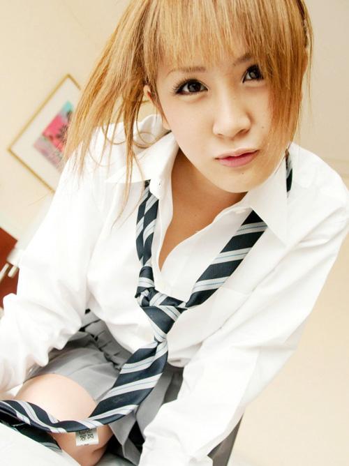女子校生コスプレでそそる巨乳AV女優のエロ画像