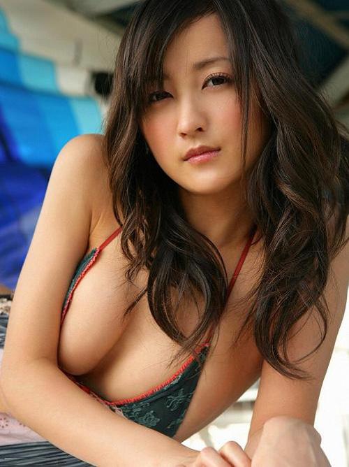 小松彩夏 元セーラーVのセクシーな水着グラビアおっぱい画像