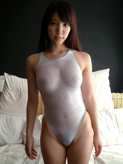 白い競泳水着が透けてるおっぱい16