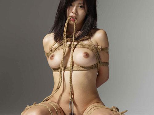 3次元 拘束され、緊縛された女の子のエロ画像まとめ 65枚