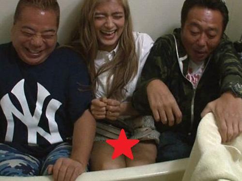【画像】ローラ、パンツ見え事故www2ch「匂ってきそう!」「太ももむっちりww」