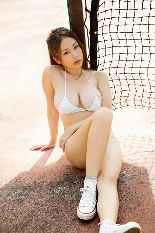 西田麻衣の柔らかすぎ垂れおっぱい13