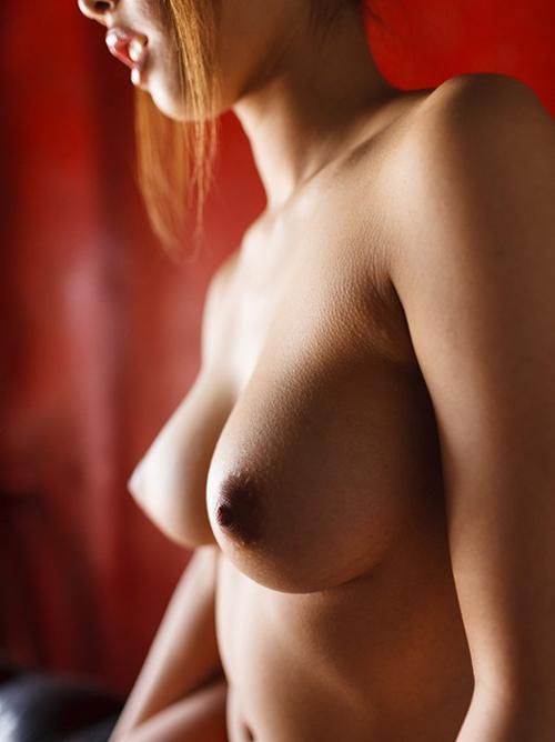 【あやみ旬果】巨乳おっぱい全裸ヌード乳首エロ画像・騎乗位風船ゲーム動画