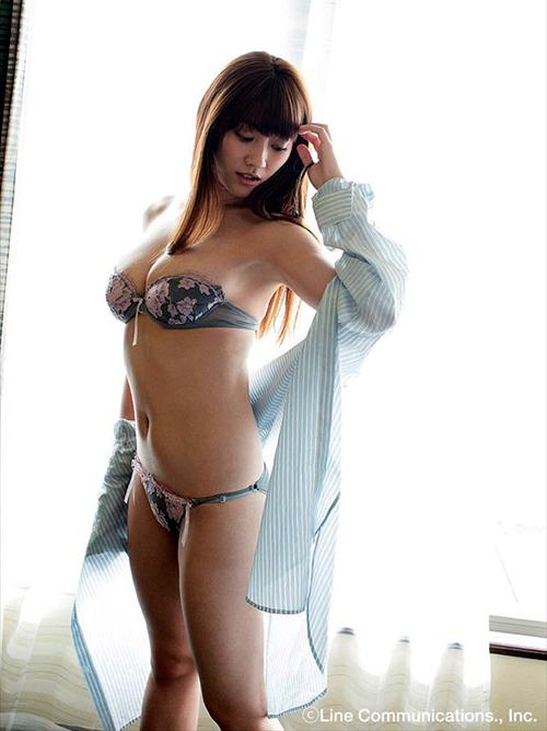 原幹恵(28)「Gカップが重すぎて辛い…」⇒ビキニの紐が切れそうだ…(画像あり)