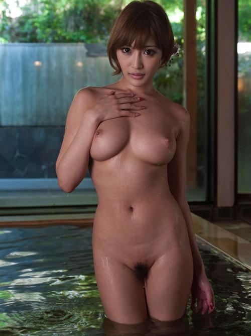 夏バテ気味の身体を癒しに温泉宿でムチムチおっぱい美女と休暇を満喫