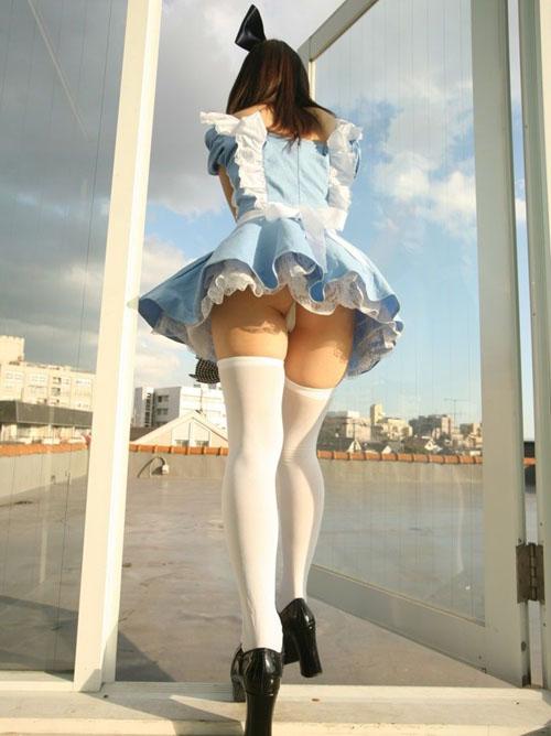スカートがヒラヒラだからパンチラもしやすいのかな?