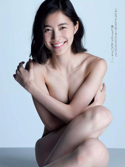 松井珠理奈(18) ファースト写真集でオトナの手ブラ。画像×37