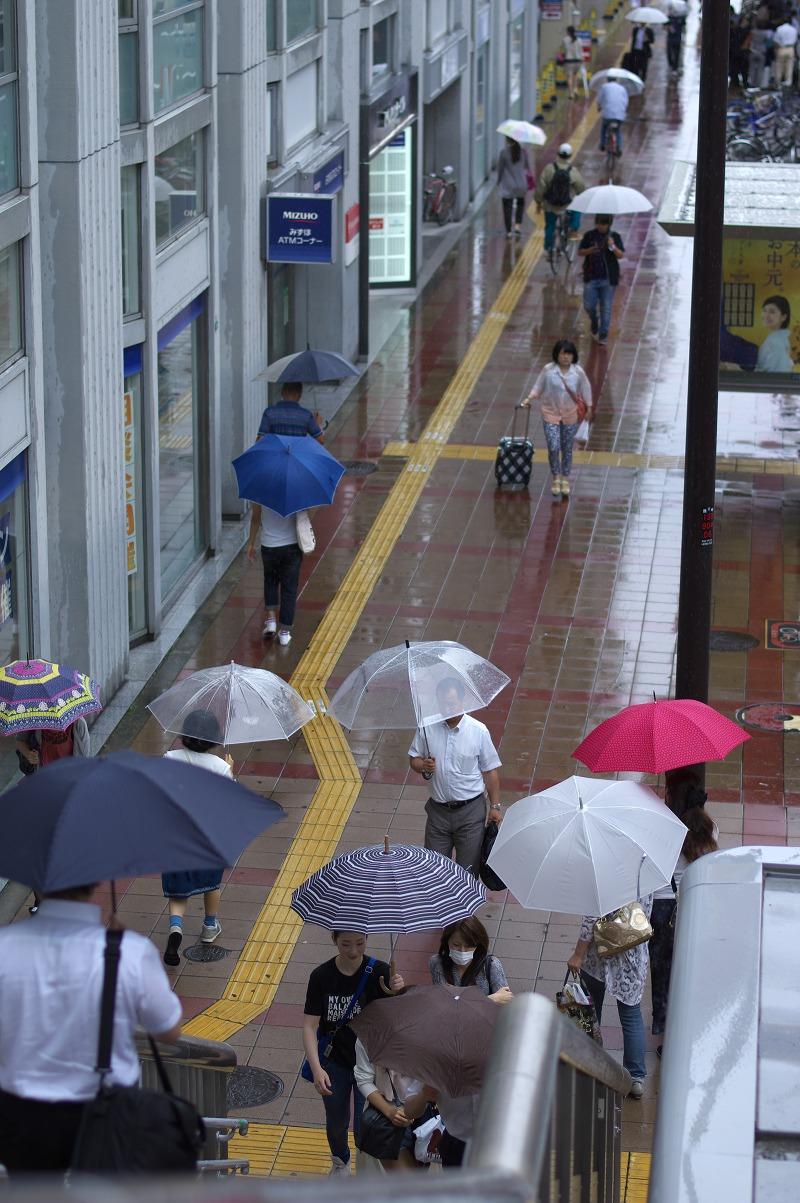 あべのハルカス 天王寺 阿倍野歩道橋 雨 傘