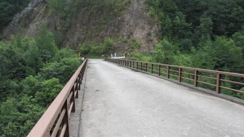 白樺橋。何とココは、乗鞍スーパー林道だった(A線)というらしい。