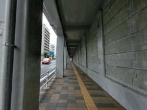 20151011_18JR根岸線高架下