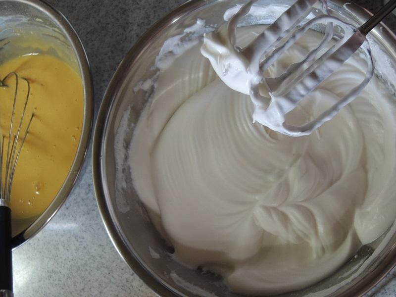 卵白でメレンゲを作ります