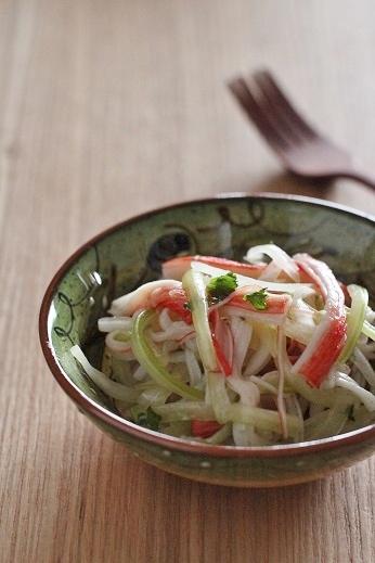 カニカマとセロリのサラダ1