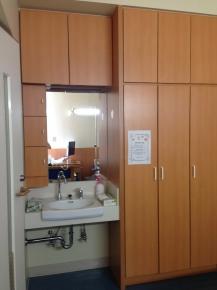 洗面台とロッカー