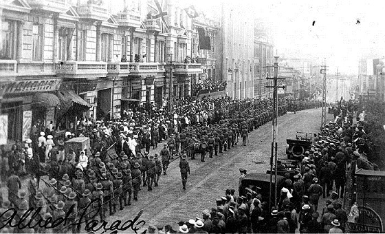 4_U_S__Wolfhounds_on_parade_in_Vladavostock,_August_1918