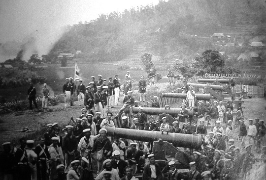 フランス海軍陸戦隊によって占拠された長府の前田砲台。