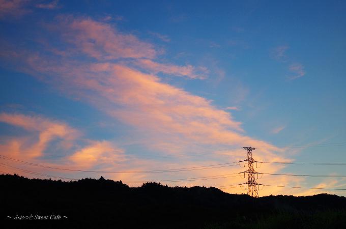 鉄塔にかかる雲