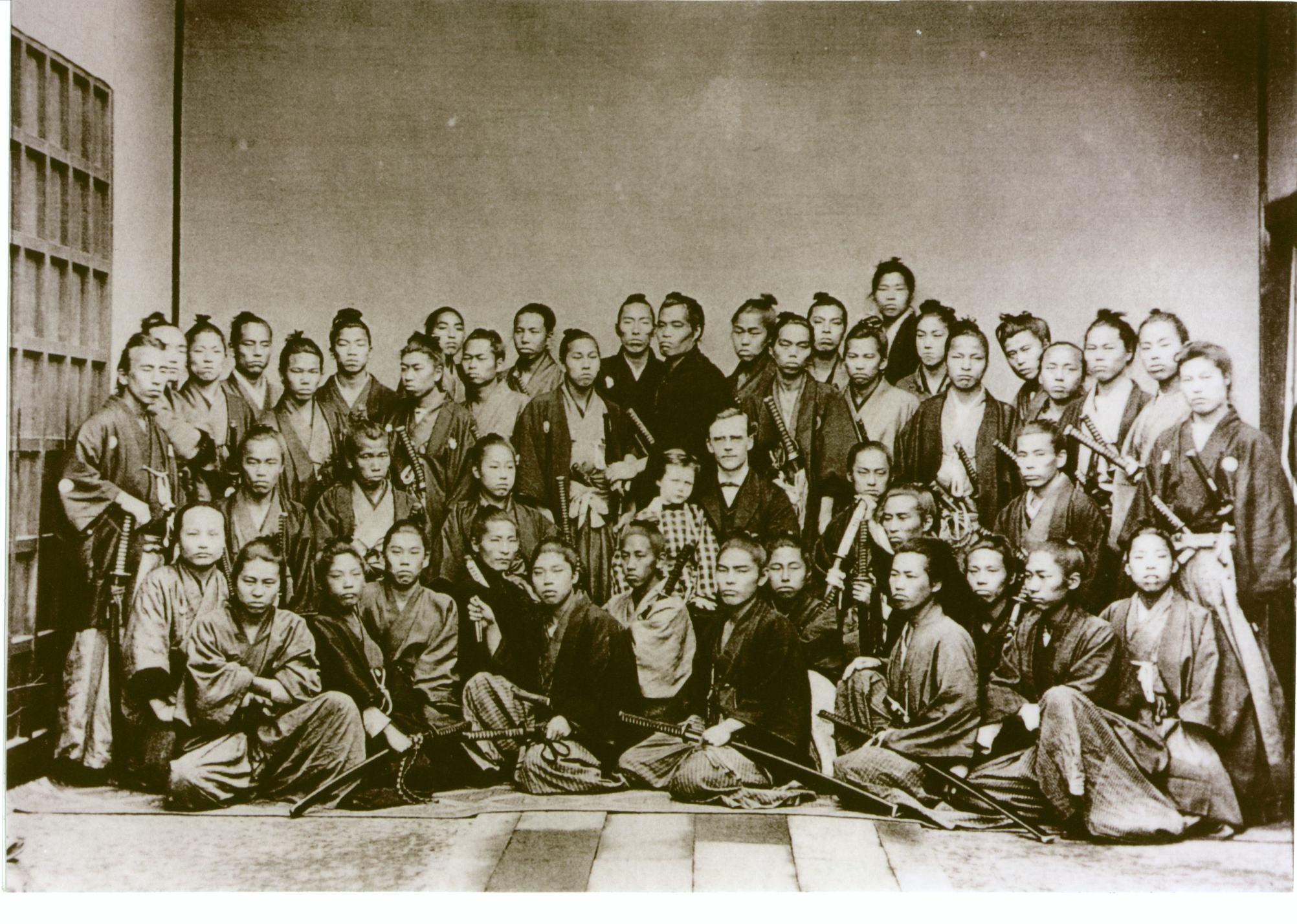 ③幕末維新の志士を集合せしめた貴重映像として知られる「フルベッキ写真」を検証する。この写真は、日本の写真の開祖と云われる上野彦馬氏のスタジオ撮影による「フルベッキと教え子達」とされており、被写体全員に氏名が書き込まれている。