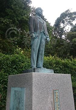 ③高木毅 地元福井にある高木大臣父の銅像。過去にはパンツがかぶせられていたことも