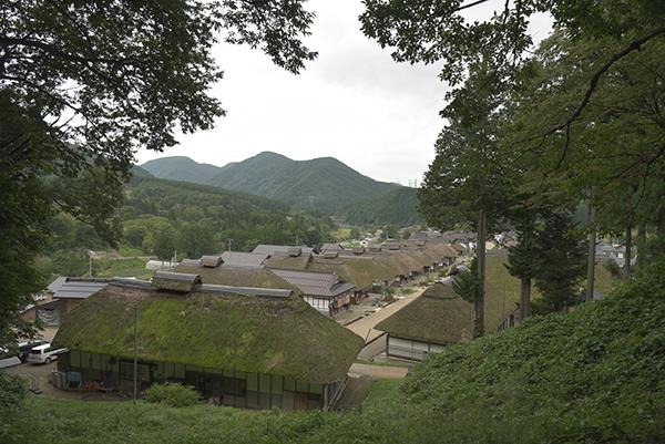 高台から望む大内宿