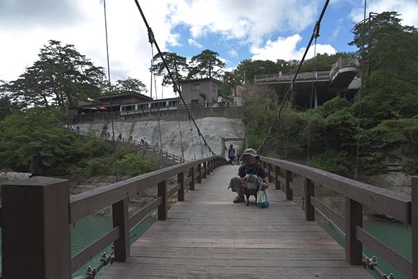 塔のへつりの吊り橋