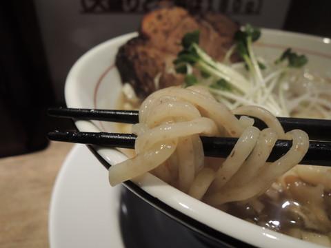 煮干し中華そば(太麺、肩ロース)の麺
