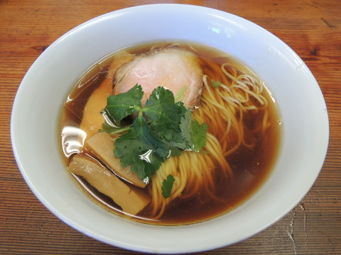 醤油らぁ麺(750円)
