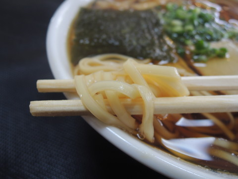 温かいらーめんの麺