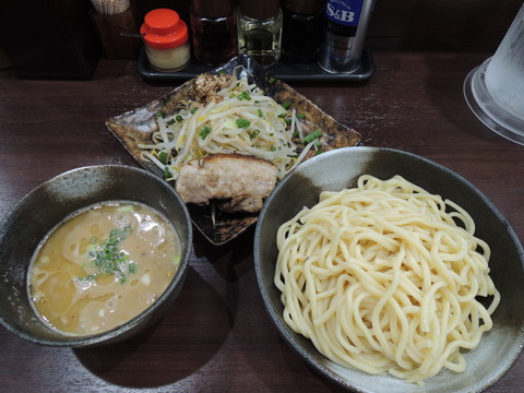 肉野菜つけめん(大)300g(830円)