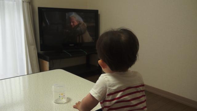 子供、早朝のwowwowでやっていたバックトゥウザフューチャー3を見て興奮する