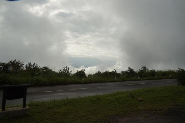 魚沼スカイラインは雲の中