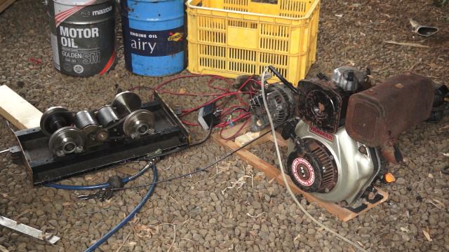 小型ディーゼル発電ユニットと5インチゲージの電装走行ユニット