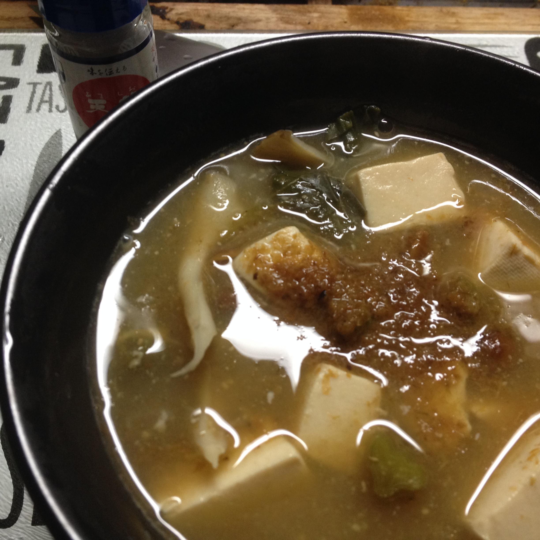 豆腐とナメコと小松菜とモロヘイヤのお味噌汁