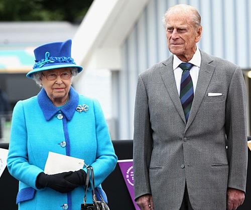 Queen-Elizabeth-9-9-2015.jpg