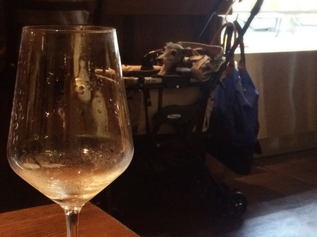 ワインごしのイタグレ