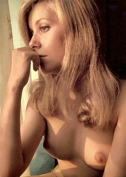 昔懐かしいフランスの美人女優、カトリーヌ・ドヌーヴの若い頃のセクシーヌード!