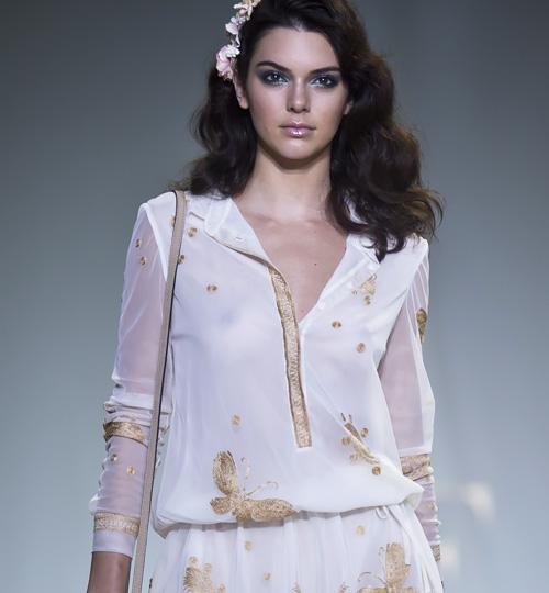 アメリカの人気ファッションモデル、ケンダル・ジェンナーの乳首がちょっぴり透けてるwww