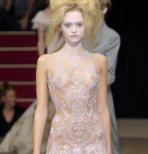 人気スーパーモデル、ジェマ・ワードの乳首ポロリや乳首透けの大きいサイズの画像www