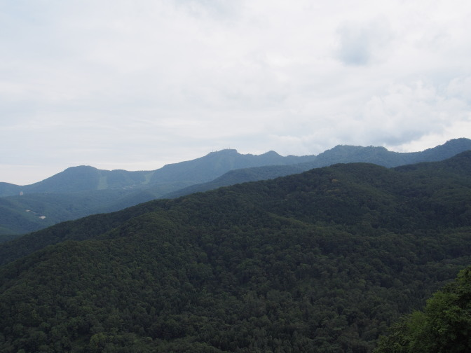 手稲山山頂と連なる山々