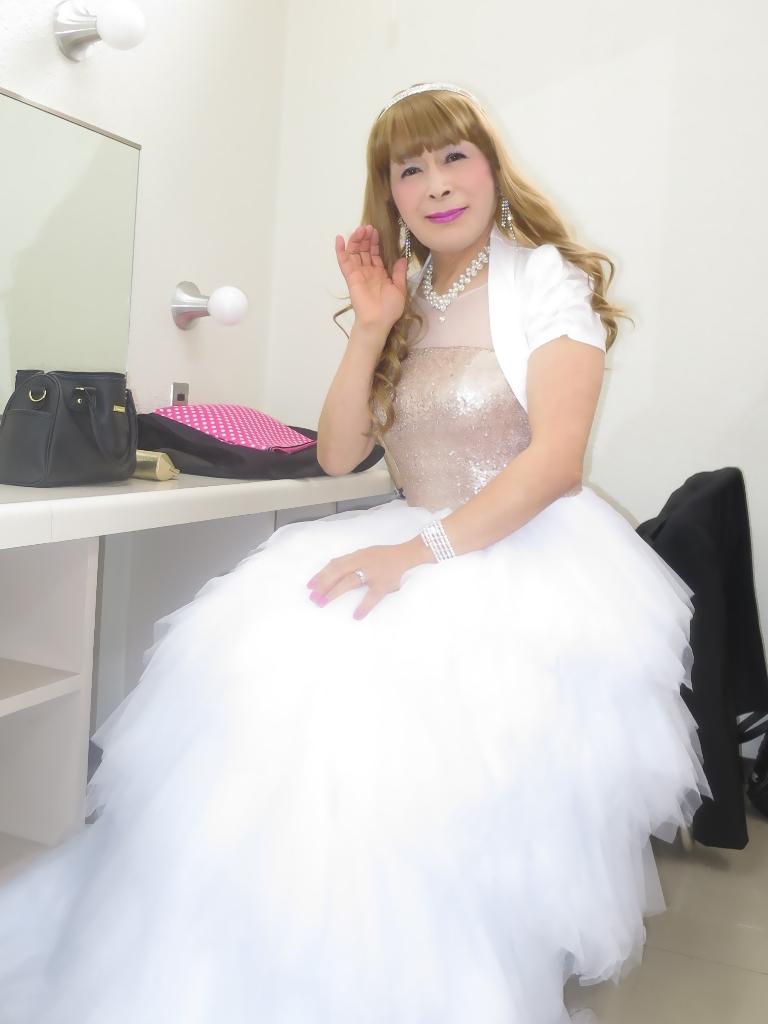 歌謡祭胸スパンコール白ドレス(3)