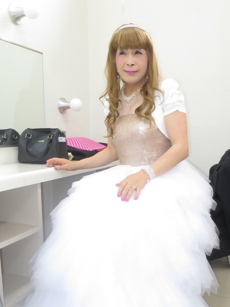 歌謡祭胸スパンコール白ドレス(4)
