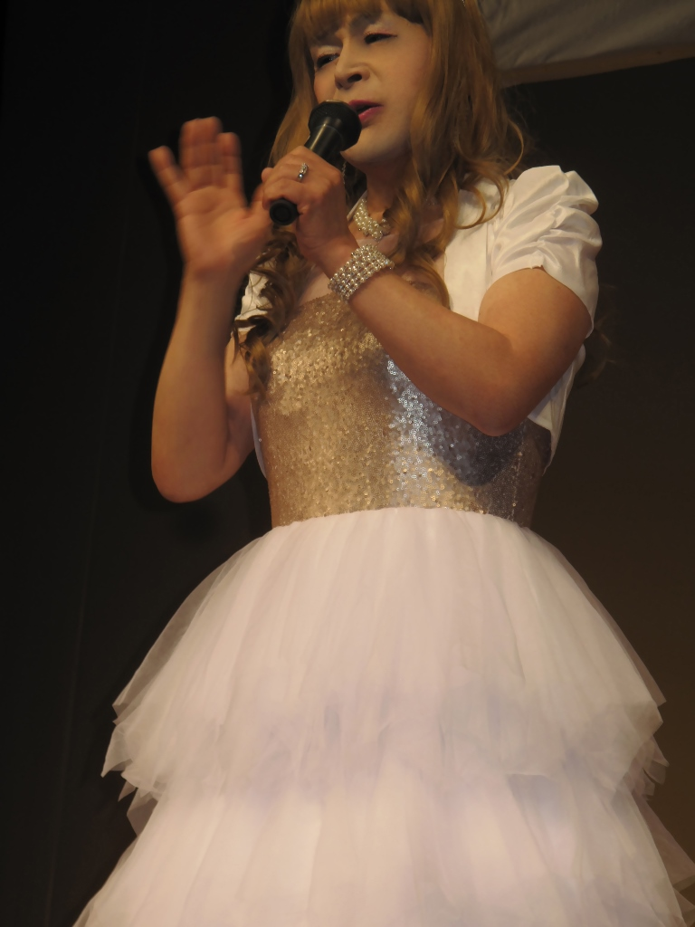 胸スパンコール白ドレス舞台(3)