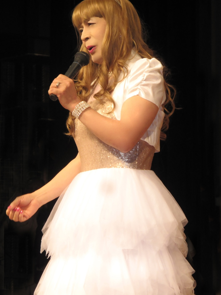 胸スパンコール白ドレス舞台(4)