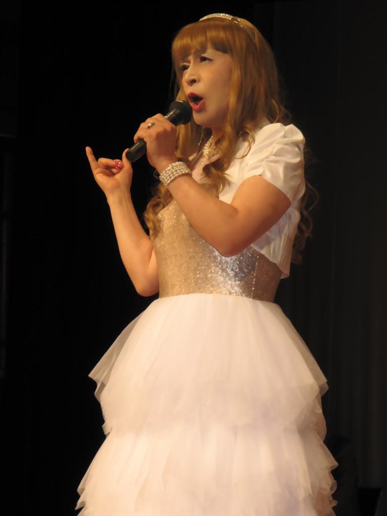 胸スパンコール白ドレス舞台(2)