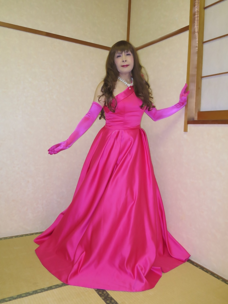 フクシア色ドレス控室(1)