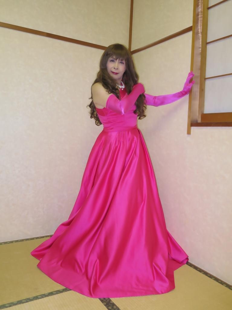 フクシア色ドレス控室(2)