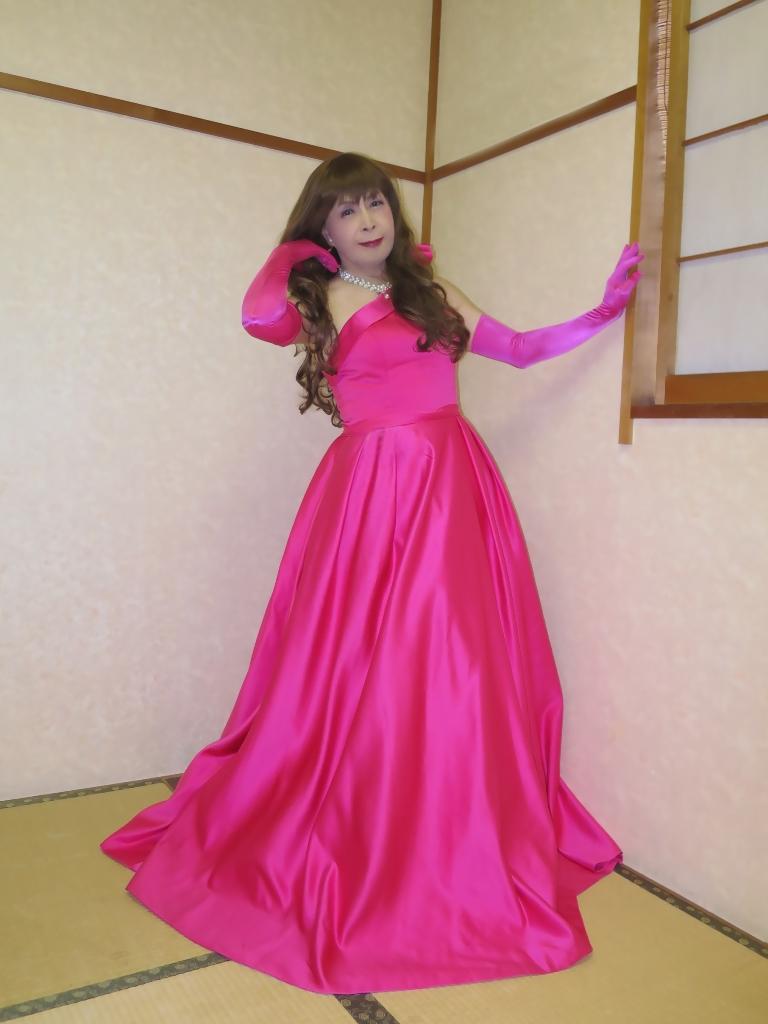 フクシア色ドレス控室(3)
