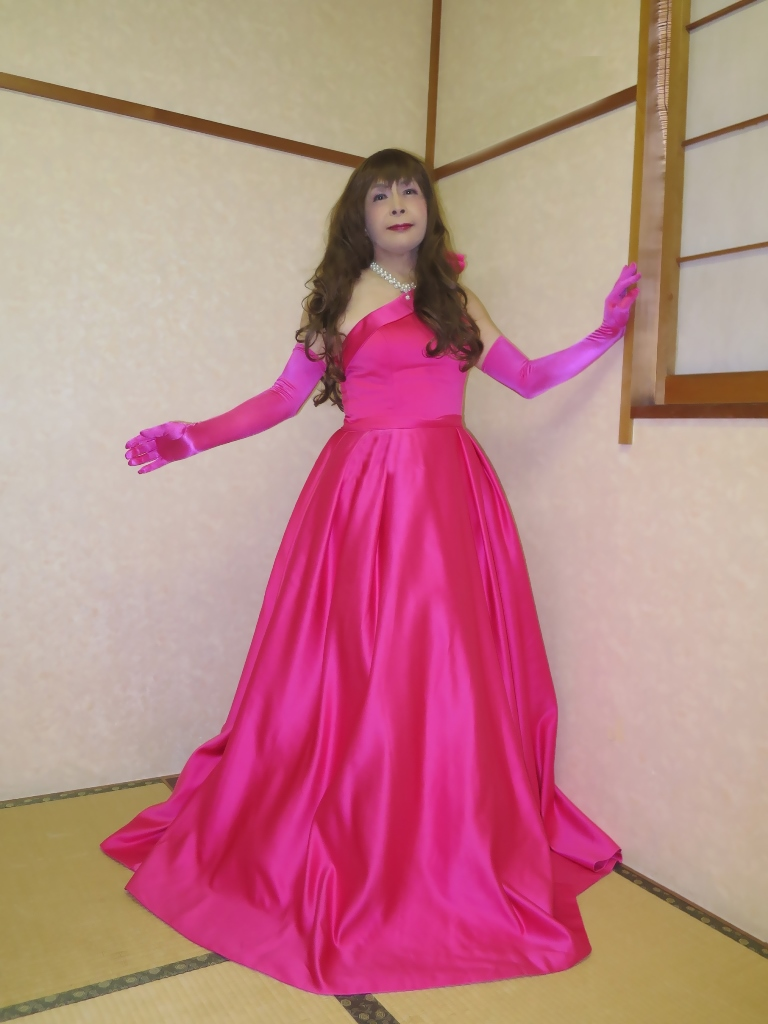 フクシア色ドレス控室(4)